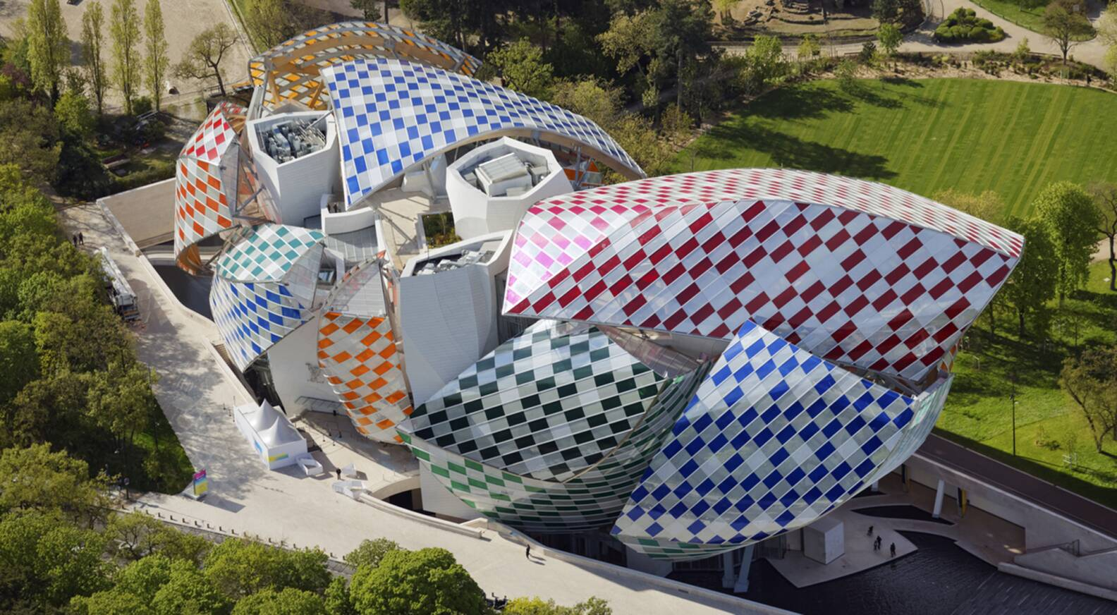 a33df390ef5 Daniel Buren brings color to the Fondation Louis Vuitton - LVMH