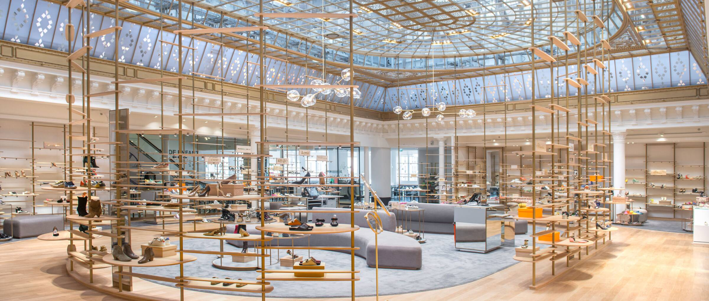 How to strengthen the positioning of a department store lvmh - Le bon marche luminaires ...