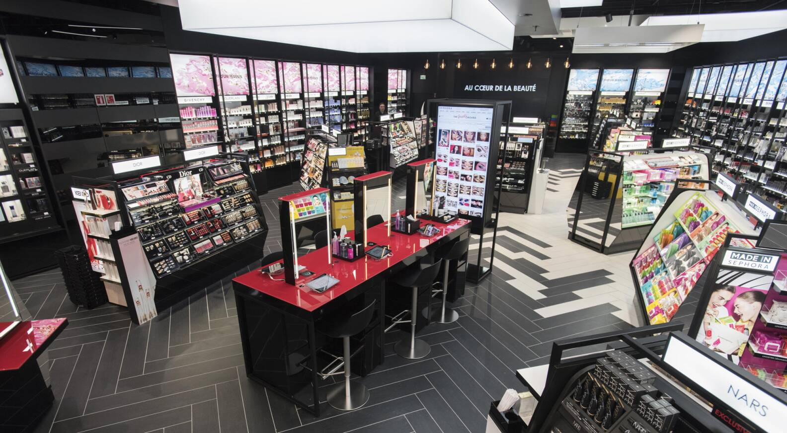 sephora rolls out new sephora experience connected store concept