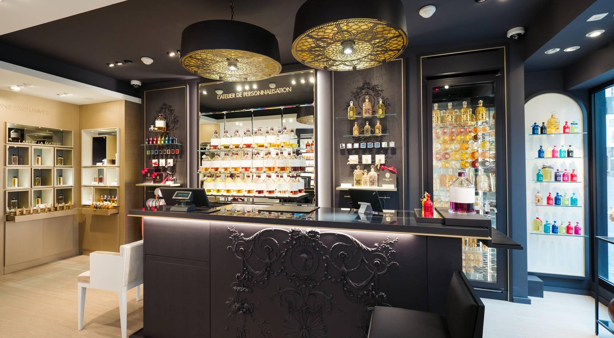 guerlain parfumeur boutique concept goes international lvmh. Black Bedroom Furniture Sets. Home Design Ideas